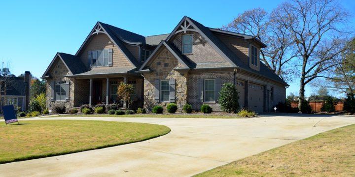 Når du skal vælge den rigtige ejendomsmægler er der en del ting du skal sikre dig for at forløbet bliver så smertefrit som muligt